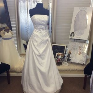 Dresses & Skirts - Strapless White Satin Wedding Dress.